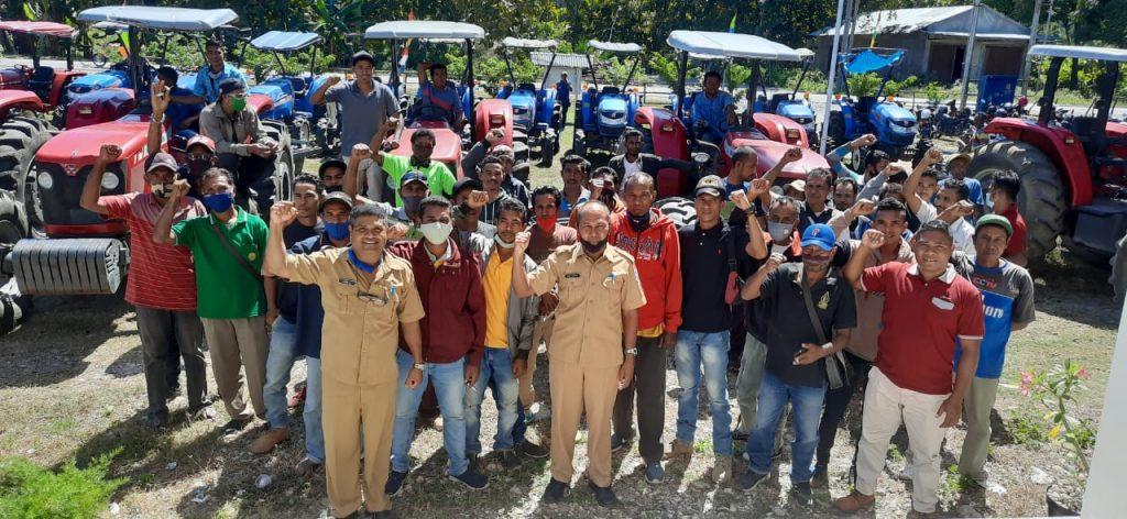 Dinas Pertanian Lepas Traktor Lahan Kering Untuk Pacul Tanah Rakyat 12 Kecamatan di Kabupaten Malaka