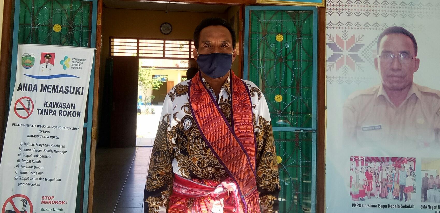 <Tim Penanganan dan Pencegahan Covid 19 Kabupaten Malaka memantau penerapan tatanan peradaban baru di SMAN Harekakae - Malaka